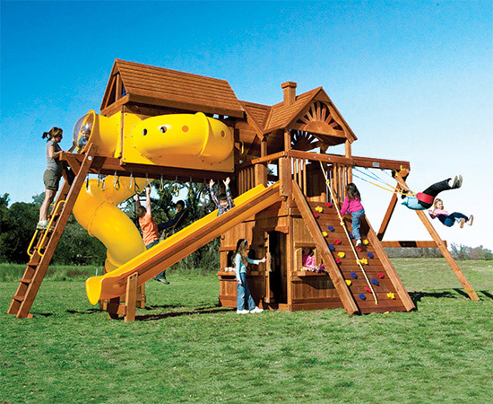 35L Monster Clubhouse Pkg V Maxed Out Huckleberry Hideout Playset